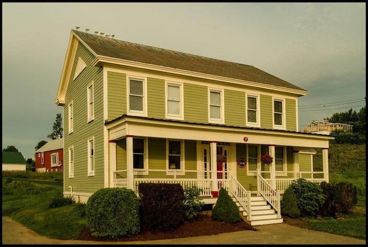 2-Story Farm House...L&L Mott House