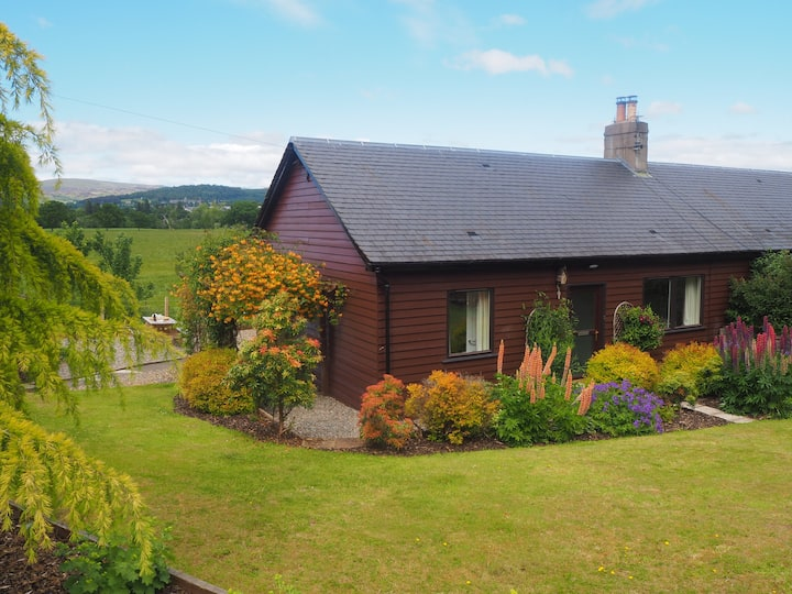 Delightful Farm Cottage, Corrie Cottage, Crieff