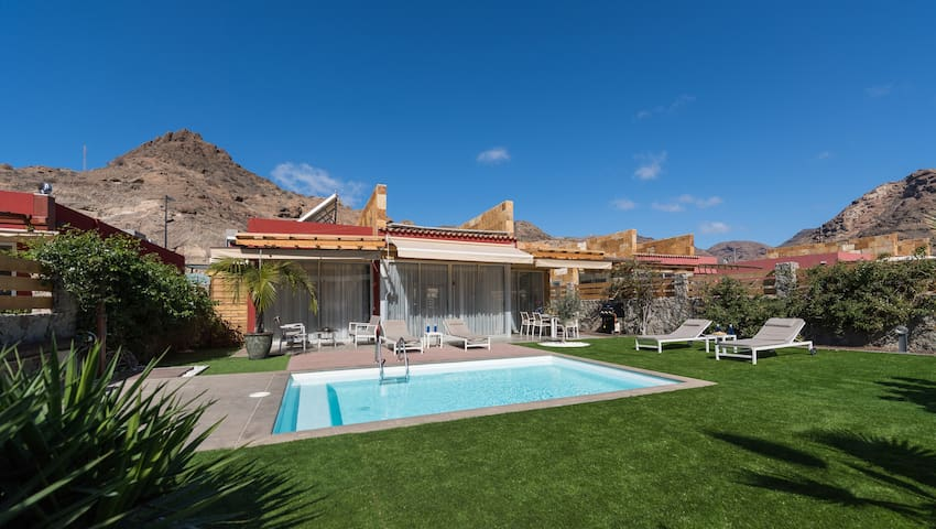 LUXURY VILLA GRAN CANARIA, AnfiTauro Golf Couse, Private heated pool, 4bedrooms & BBQ