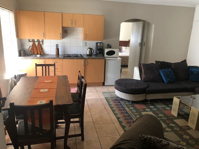 Self catering unit near Menlyn malls and hospitals