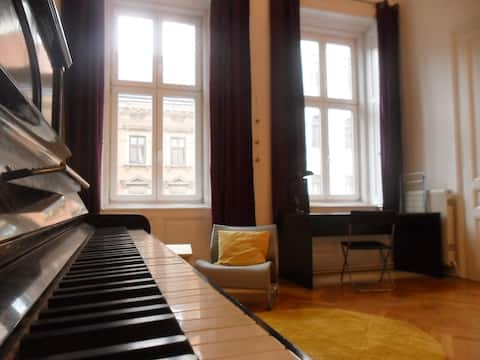 room with out-of-tune piano \_(ツ)_/