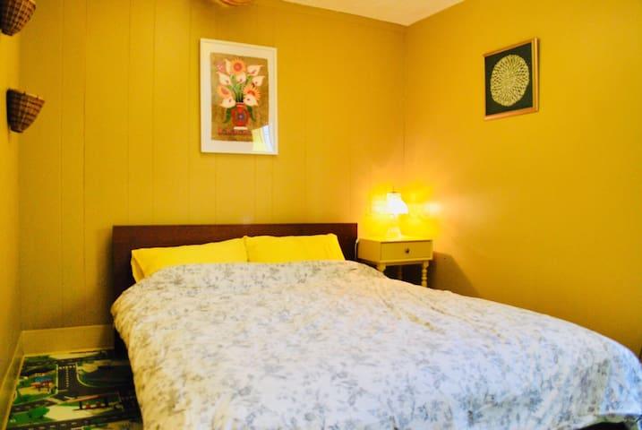 Retro Share Home. Room 4