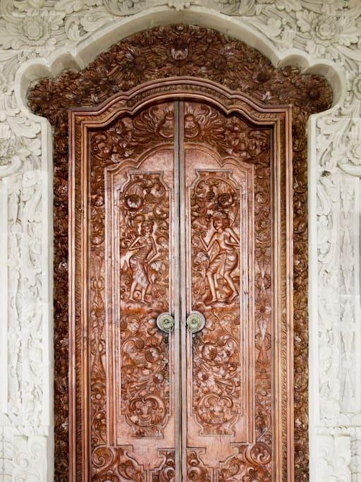 The front door of Villa Tuman