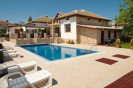 Luxury, private pool, sauna, beach! - Banya - วิลล่า