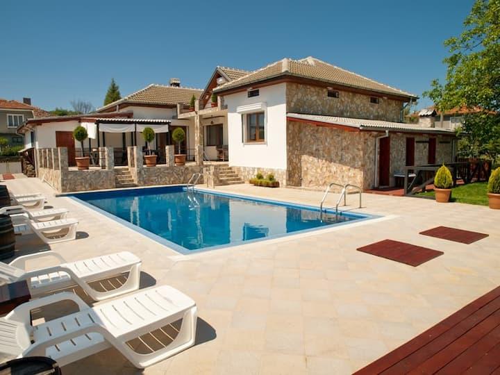 Luxury, private pool, sauna, beach!