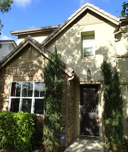 Airy family home in resort location - Ladera Ranch - 一軒家