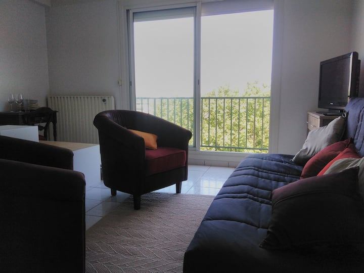 Fully equipped apartment with balcony and parking