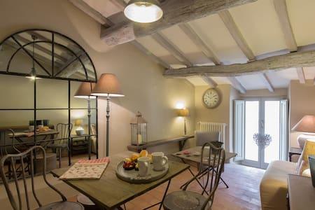 Suite Laura Charming Apartment - Cortona - Apartment