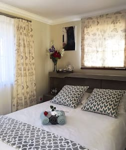Cathy's B - Lovely Cosy Garden Cottage - Sandton