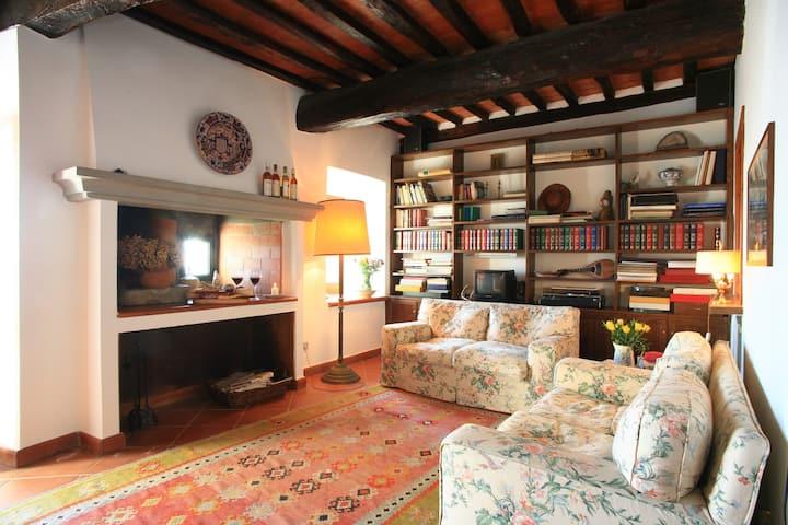 Mura Toscane  Lovely Medieval Village 4/5 guests G