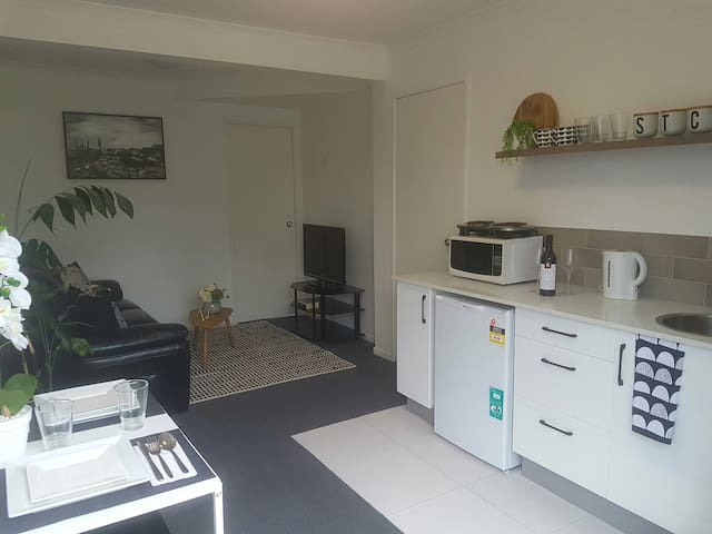 Modern self-contained 1BR unit in North Brisbane