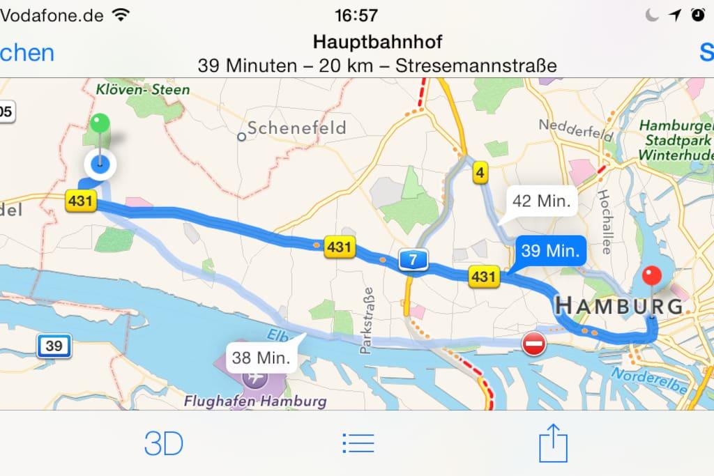 """• Der Hauptbahnhof (rot) liegt neben der """"Alster"""". Zu meinem Haus (blau) fahren Sie mit der S1 oder dem Auto 45 Min. • • The central station (red) lies next to """"Alster"""" lake. To my house (blue) it takes by train S1 or by car 45 Min."""