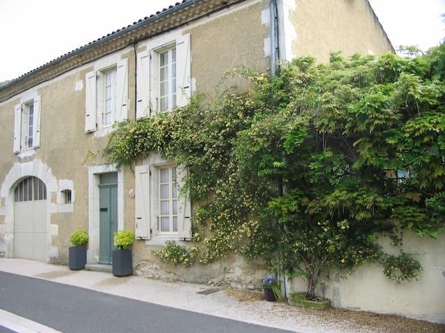 rue Jean Jaurès - Valence-sur-Baïse - Aamiaismajoitus