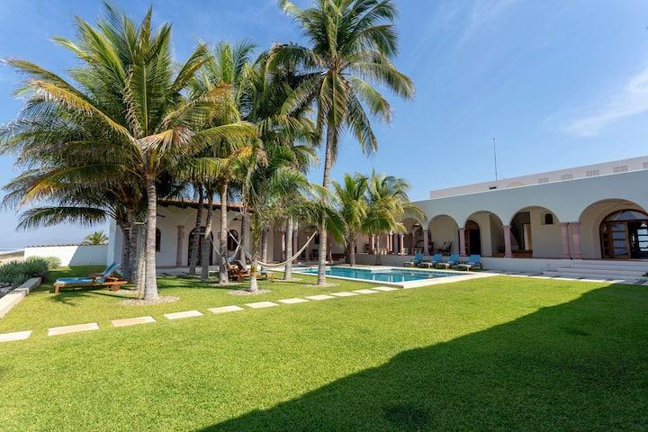 La Casa Serena - oceanfront quiet and serenity