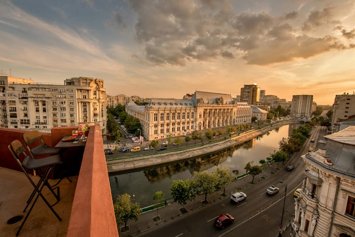 BEST VIEW Bucharest | Rooftop Unique Baroque Apt