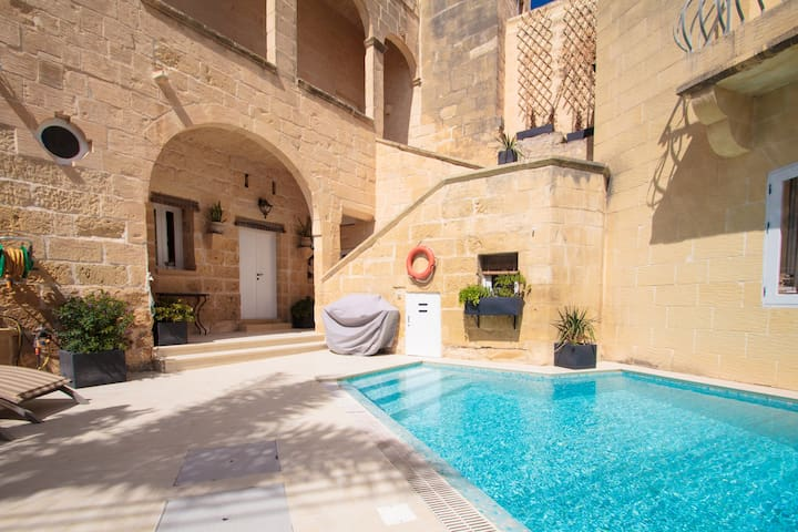 Cosy fully renovated farmhouse Gozo - Ix-Xewkija - Huis