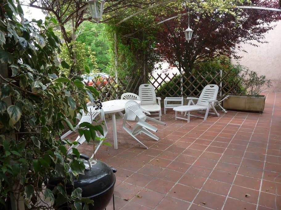 Terrasse devant appart 40m2 avec meubles jardin