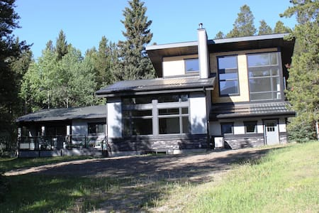 Secluded Mountain Retreat - In Waterton Area - Crowsnest Pass - Maison