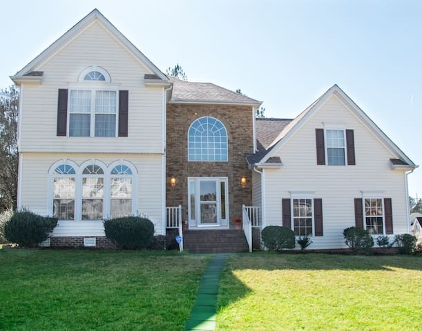 Comfy spacious, heart of RTP for 6 - Morrisville - Ev
