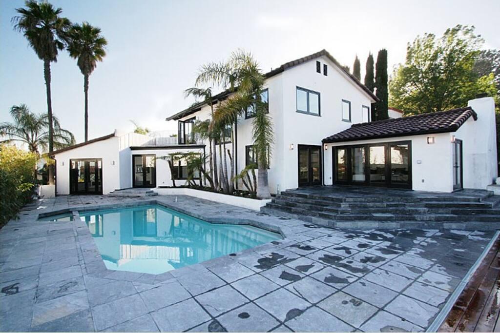 Pool & patio area