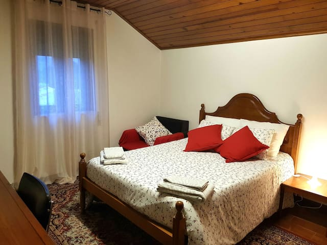 Private Rooms & WC, beach at 1km & on Santiago way