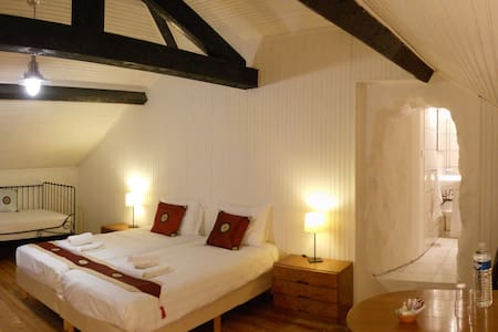 Chambre Triple - Malvezie - Bed & Breakfast