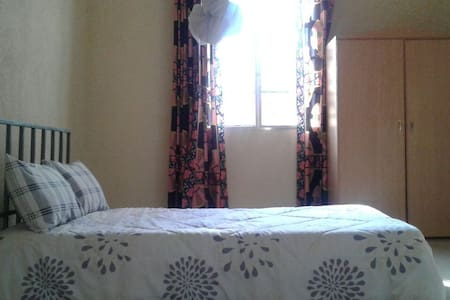 A simple nice room in a quite place - Kigali - Bed & Breakfast