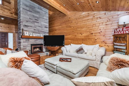 Luxury Lakeside Cottage w/Hot Tub by Ski & Trails - Orillia - Cabana