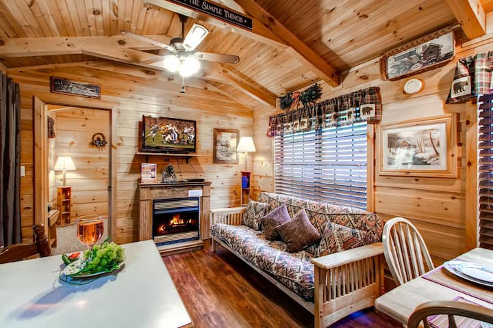 Cute cabin between Pigeon Forge and Gatlinburg