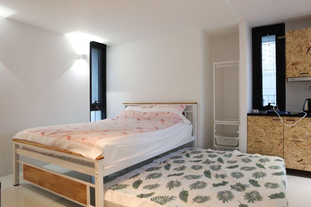 퀸사이즈 슬라이딩 침대