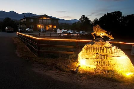 Experience FarmLife Mtn Goat Lodge  - 薩利達(Salida) - 家庭式旅館