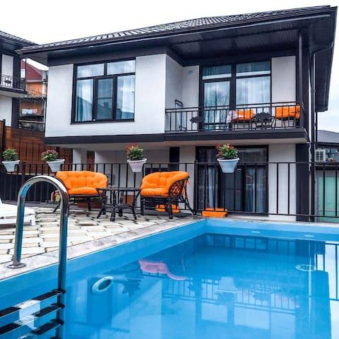 Апартаменты с бассейном для комфортного отдыха.