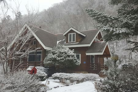 Winter wood house. - Daegwalnyeong-myeon, Pyeongchang-gun