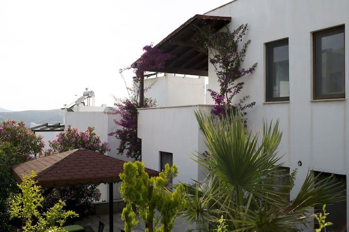 Prachtig huis met tuin en terras - Bodrum - Dom