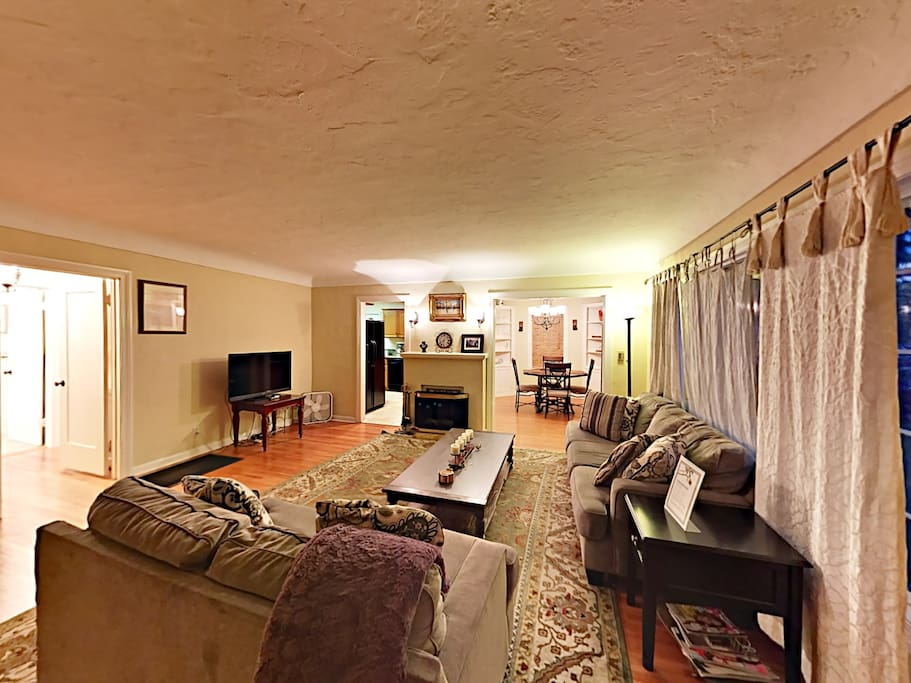 "Sprawl out on 2 sofas in the living room and enjoy a movie on the 40"" flat screen TV with cable."