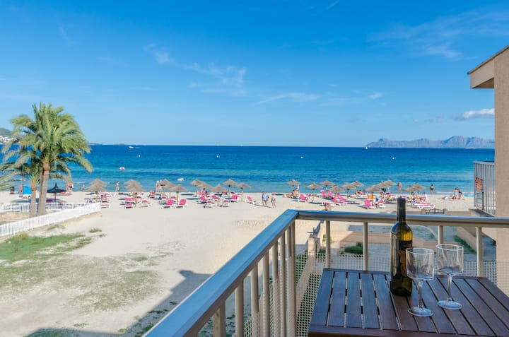 CAN VESSES - Cosy apartment with beautiful views to the sandy beach and the sea.