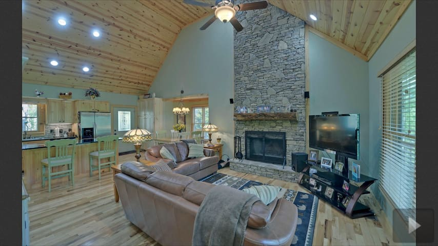 Heavenly Cabin in Perfect Location - Hiawassee - House