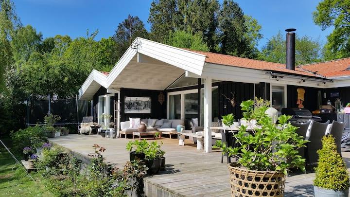 Idyllic house on beautiful lake