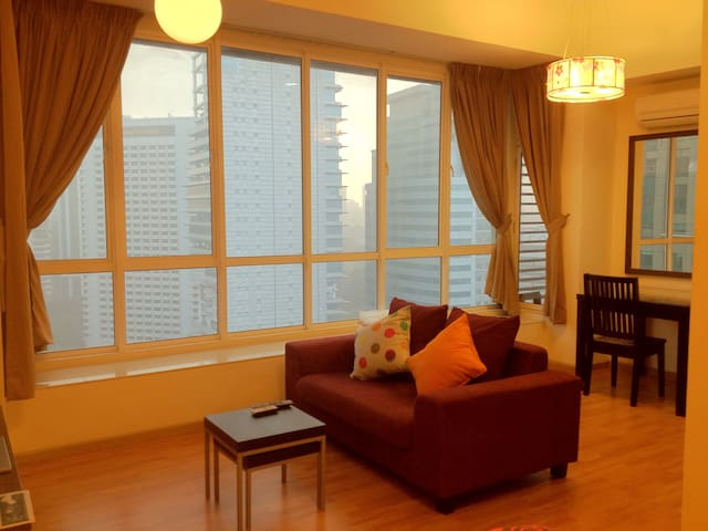 Bright Airy Studio 4mins KLCC Petronas Twin Towers