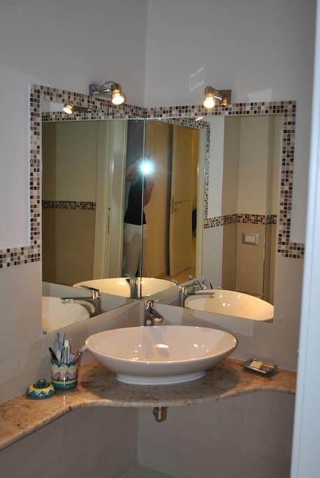bagno padronale camera matrimoniale