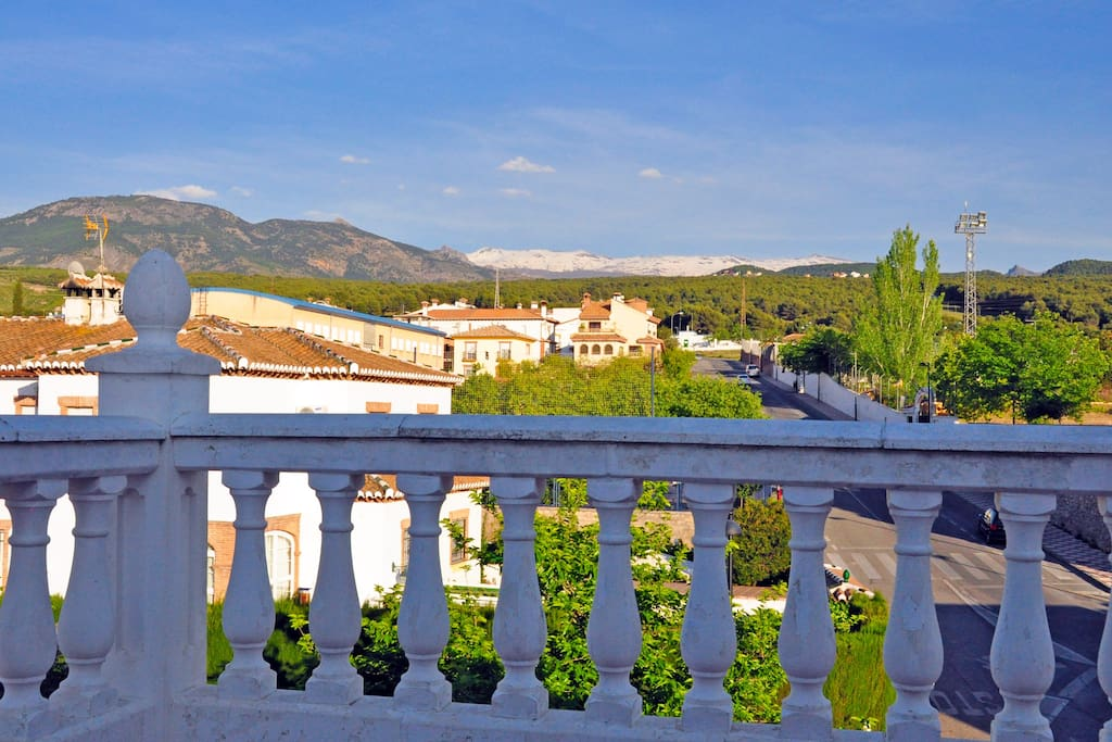 Vistas a Sierra Nevada desde el dormitorio principal