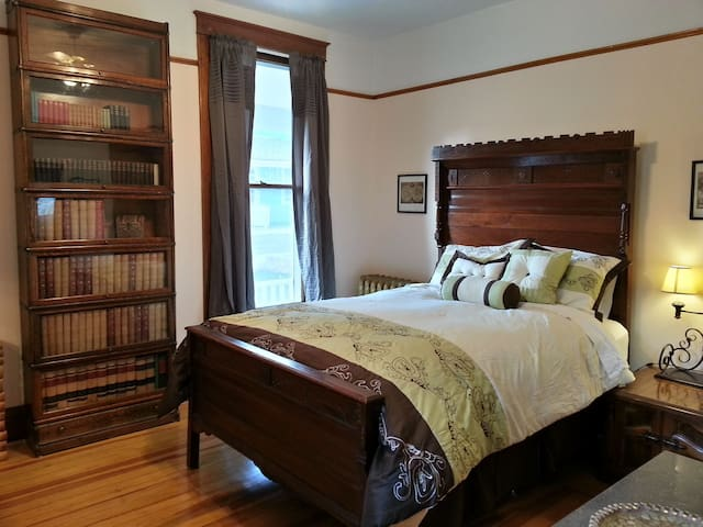 1899 Deadwood Victorian:Old Library - Deadwood - Bed & Breakfast