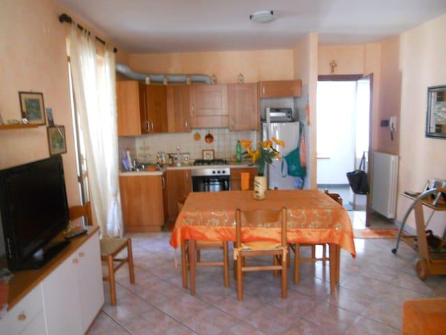 Bellissimo appartamento  - Schignano - Pis