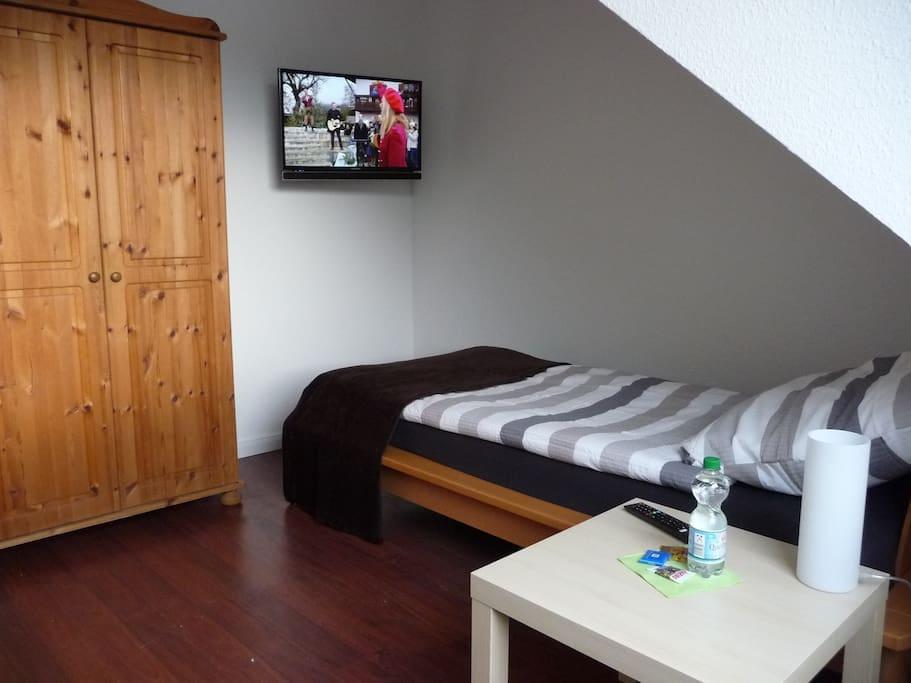 b privates zimmer in einer wohnung mit aussicht. Black Bedroom Furniture Sets. Home Design Ideas