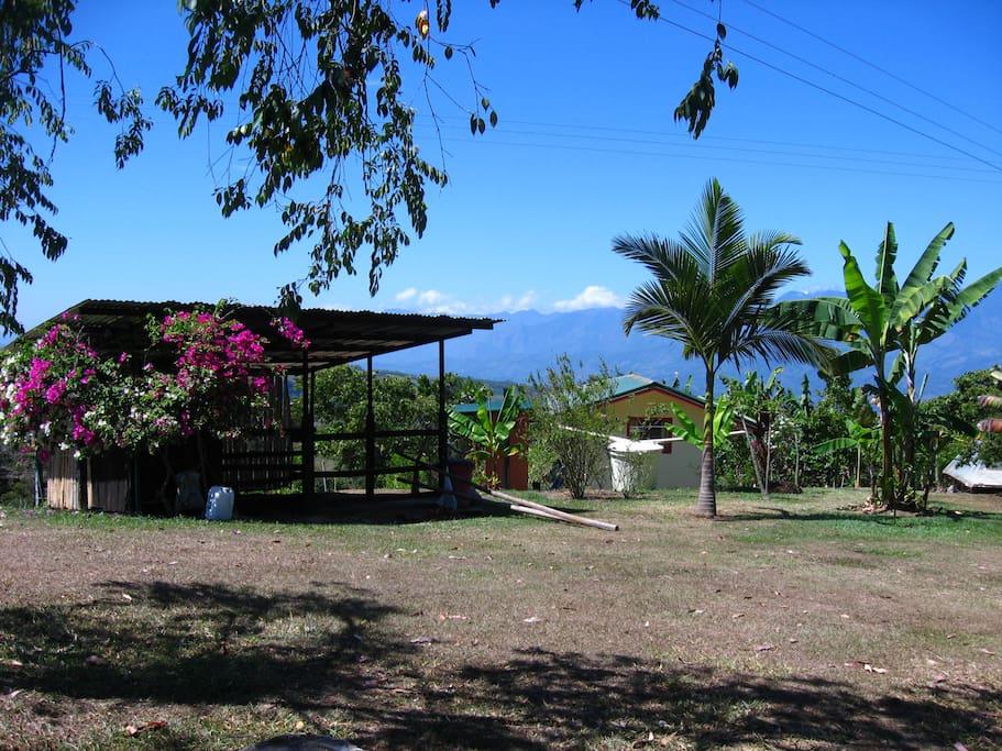 Vista posterior de cabaña