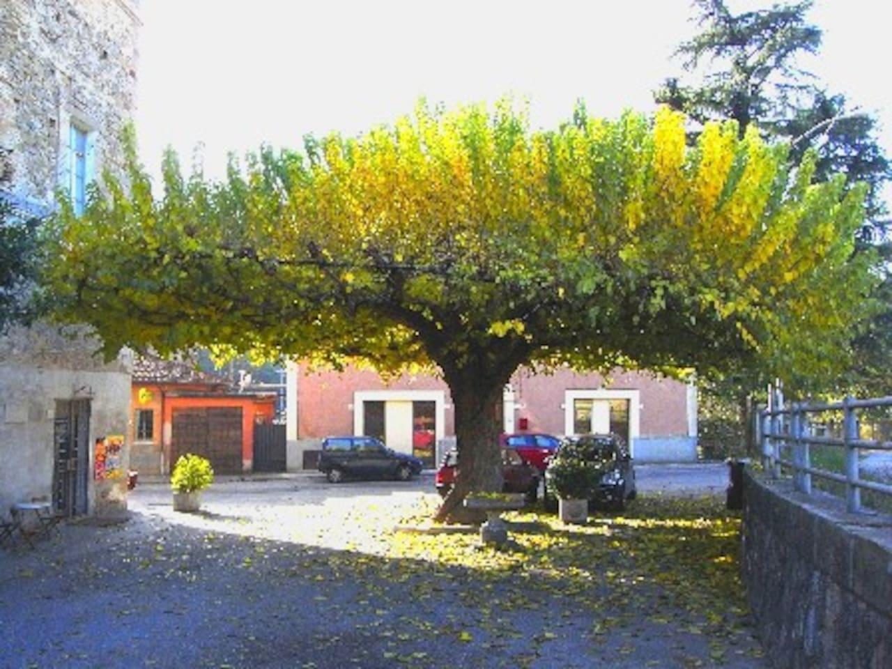 Appartamento al primo piano, sito in un piccolo borgo alle porte di Perugia.