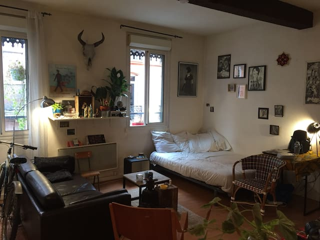 Petit studio agréable plein centre proche métro...