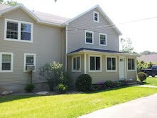 2 miles to Racetrack & Downtown!!! - Saratoga Springs - House