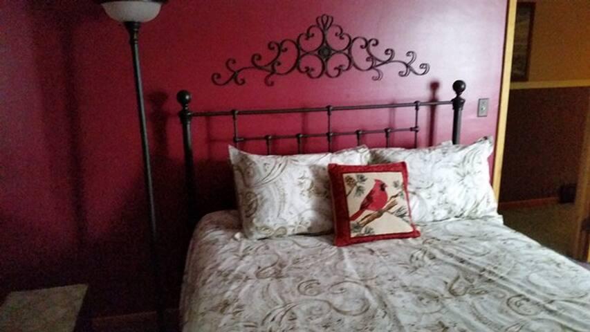 Cardinal Room