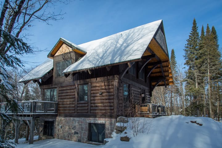 Cote Nord Contemporary Log Cabin